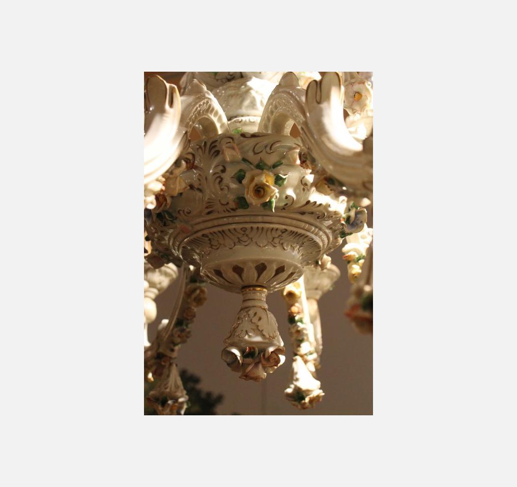 Late 19th Century Capodimonte Porcelain 12 Lights Chandelier